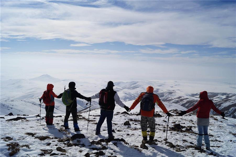 هنر عکاسی برف farhad-z1979 کوهنوردان بر فراز قله ککیللی قیه مهربان استان آذربایجان شرقی