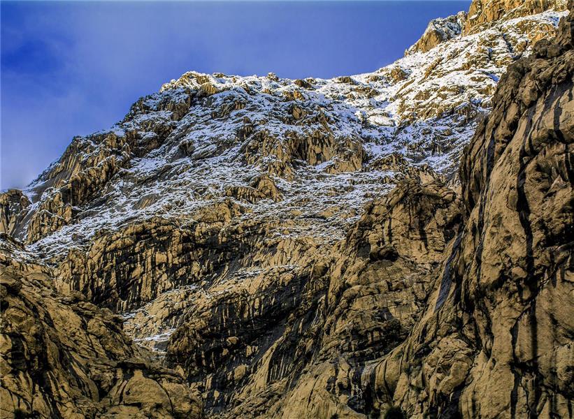 هنر عکاسی برف Milik73 با سلام . نام این اثر سرمنزل هست  سپاس که من را میبینید