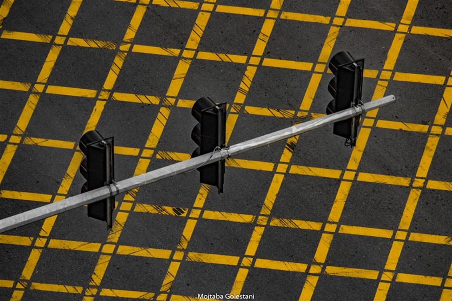هنر عکاسی محفل عکاسی مجتبی گلستانی محدودیت #خیابان #چراغ #خط #زرد