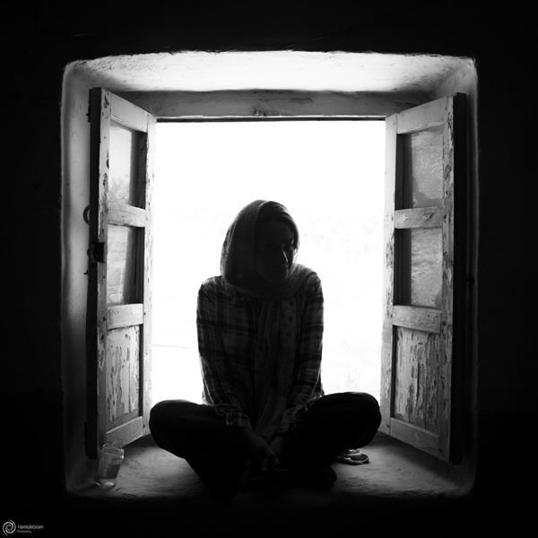 هنر عکاسی محفل عکاسی Hamidebiram تو از یک #پنجره میری تمام منظره میره ما از هم #خاطره داریم مگه این خاطره میره?!  ابعاد عکس 1:1 میباشد و نام اثر:پنجره ی خاطرات