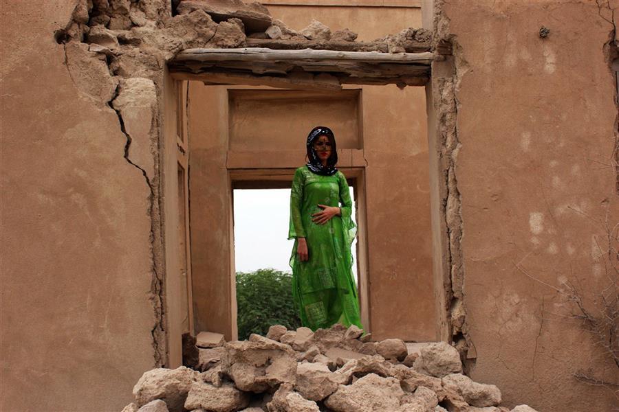 هنر عکاسی محفل عکاسی منوّر قاسمی نژاد #تناقض #زلزله #آوار  #کورد #برقع #جنوب