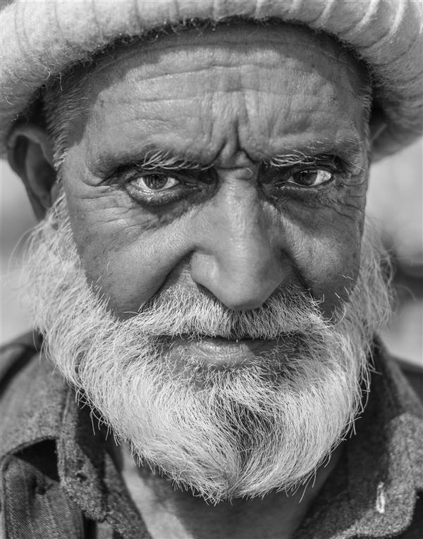 هنر عکاسی محفل عکاسی fares moghadam این تصویر مربوط به یک زائر پاکستانی است که از پاکستان تا کربلا برای زیارت راهی شده و در مرز شلمچه از او عکاسی کردم