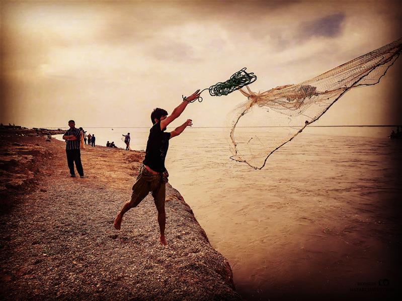 هنر عکاسی محفل عکاسی حسین نظری جهانتیغی #ماهیگیر تور خود را به آب می اندازد  #چاه_نیمه #تور #ماهی #آب #هامون #زابل #هیرمند #زهک #سیستان #دریاچه_هامون #اوشیدا #کیانسه #بلوچستان #عکس #عکاسی #تصویر #عکاس #photograph #photography  #hossein_nazari_jahantighi عکس : حسین نظری جهانتیغی
