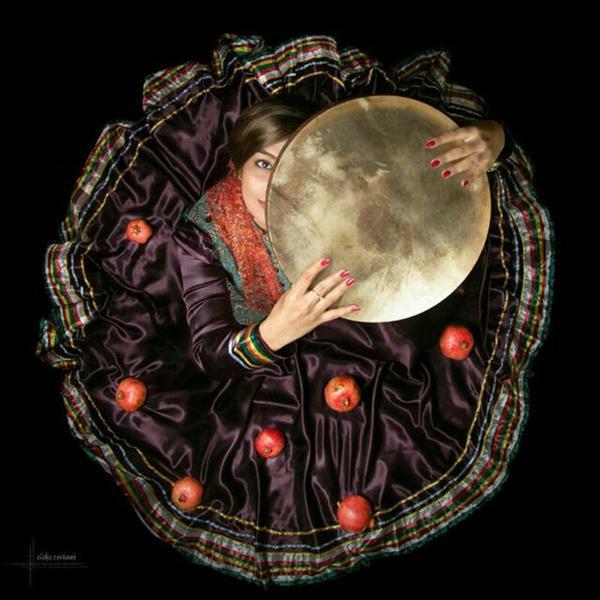 هنر عکاسی محفل عکاسی الهه رستمی یلدا آخرین  دلبریِ پائیز است مانند زنی که درست لحظهٔ رفتن، گیسوان مشکی بلندش را باز می کند...  #آرش_شریعتی #یلدا