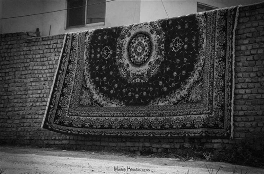 هنر عکاسی محفل عکاسی هدیه خداشناس  یادش بخیر خانه مادربزرگ و شستن #فرش چه صفایی داشت. از آن روزها فقط چند تکه عکس و خاطرات خاک خورده باقی مانده... #خانه_مادربزرگ
