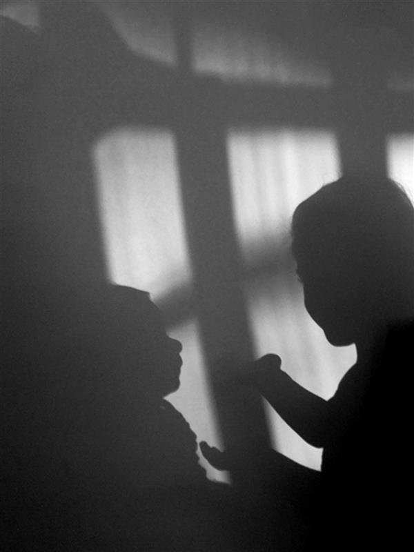 هنر عکاسی محفل عکاسی سید علی ریحانی شرق #کودکی #سایه #سیاه_سفید #عشق #دختر
