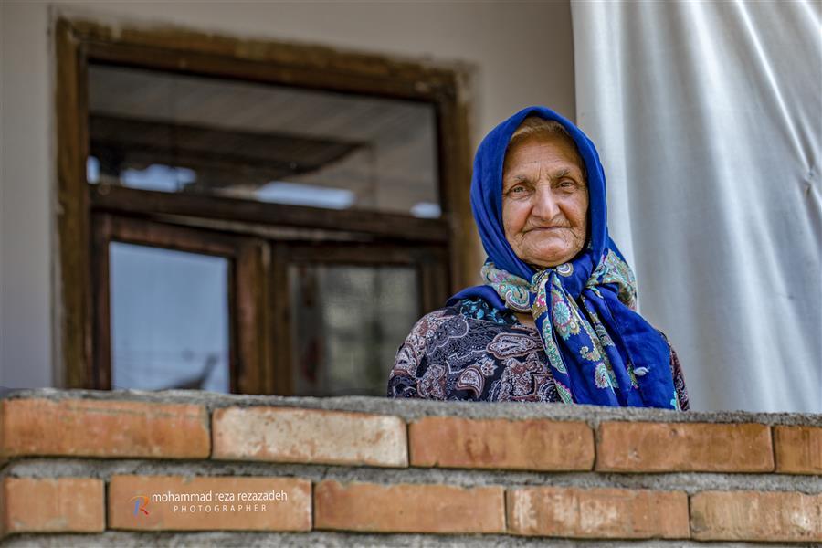 هنر عکاسی محفل عکاسی محمدرضا رضازاده زن روستایی درشهرستان لنگرود