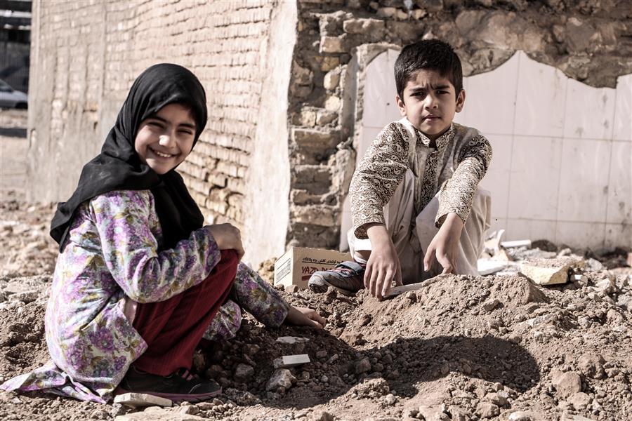 هنر عکاسی محفل عکاسی زهرا افسر این بچه ها به بزرگتر ها یاد میدهند #لبخند زدن #ساده است حتی با شرایط #سخت