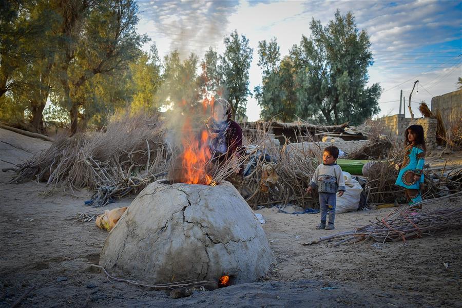 هنر عکاسی محفل عکاسی صادق سیستانی #مادران در حاشیه #دریاچه_هامون بعلت خشک شدن تالاب و #مهاجرت مردان برای امرار معاش مجبورند تمام سختی های زندگی را تحمل کنند و جور مردان را هم بکشند... زابل   مهر 97