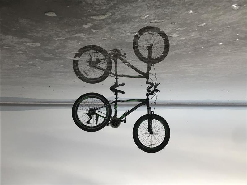 هنر عکاسی محفل عکاسی محسن غفرانی Photo by:@mohsen_ghofrani (ما آینه ایم(خیام))  دریاچه نمک حوض سلطان قم درباره عکس: ---جهان موازی یا واقعیت جایگزین فرضیه ای در باره وجود واقعیت های جداگانه در کنار واقعیت کنونی خصوصیات عکس: ---انعکاس اجسام در سطح  آب ---به وجود آمدن حالت آینه  ---وارونه کردن عکس ---احساس ابهام و گنگ در عکس ---زیبایی در خط آسمان