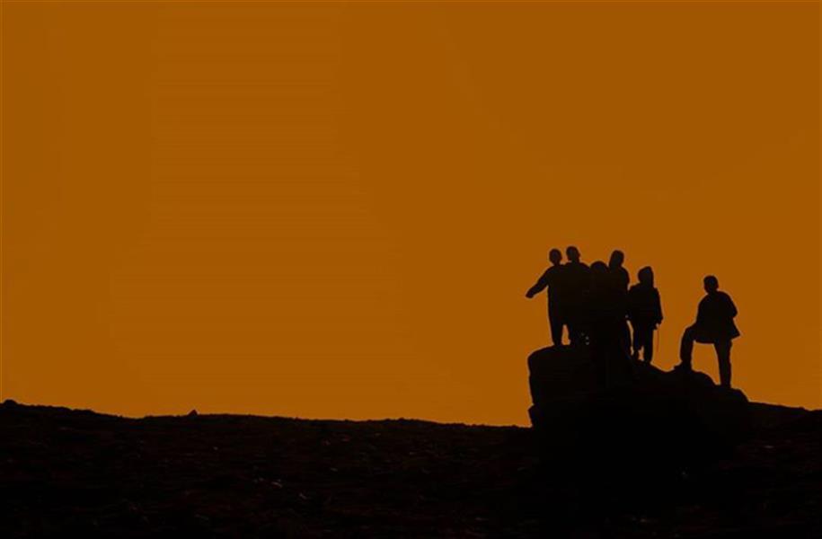 هنر عکاسی محفل عکاسی امین غلامی #رفاقت #کودکان روستای فرزه روی یک تپه در افغانستان #مستند اجتماعی