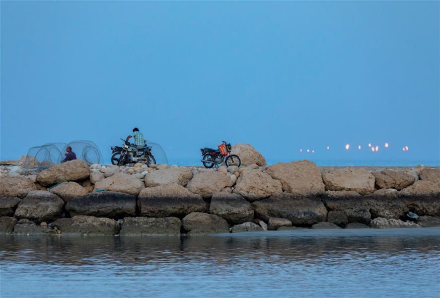 هنر عکاسی محفل عکاسی محسن فروغی فر آماده کردن گرگور جهت صید ماهی. بندر دیر.