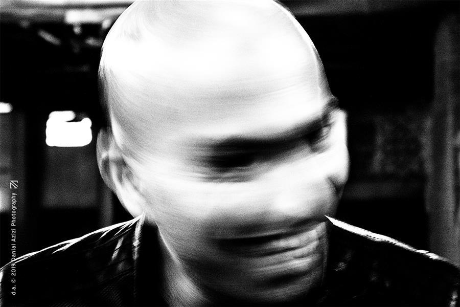 هنر عکاسی محفل عکاسی دانیال عزیزی #پرتره #مرد #صورت #چهره #تاریکی #ترسناک #فلو #حرکت #خنده #لبخند #خیابانی #شیطانی