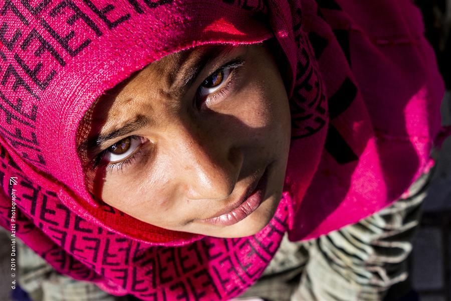 هنر عکاسی محفل عکاسی دانیال عزیزی #پرتره #خیابانی #دختر #چهره #صورت #فقر #نگاه #صورتی #ناز