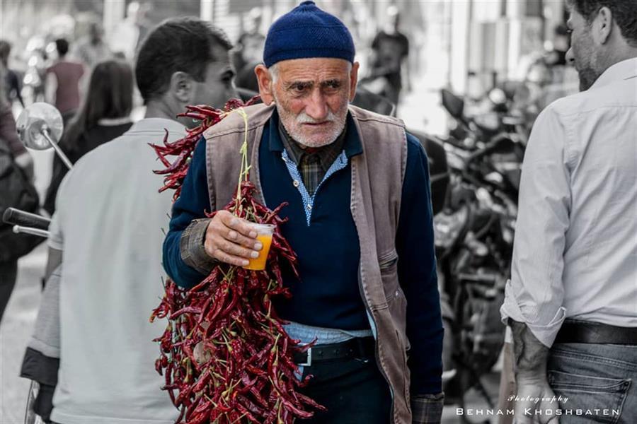 هنر عکاسی محفل عکاسی بهنام خوش باطن #مستند #پیرمرد #فقر #دستفروش
