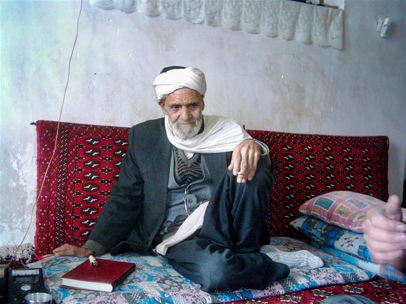 هنر عکاسی محفل عکاسی Mohammad amini عکس بخشی و نوازنده دوتار و خواننده موسیقی محلی شمال خراسان مرحوم حاج قربان سلیمانی. تاریخ عکس برداری ۲۰۰۴. این عکس مربزو به آرشیو عکس این جانب می باشد.