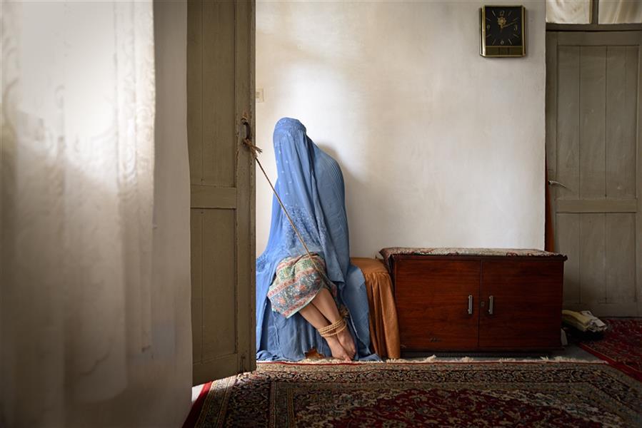 هنر عکاسی محفل عکاسی ریحانه ملک شعار مجموعه #زنان ، بخش #زنان افغانستان  ، سال خلق اثر 1398 نام اثر رویای ممنوعه ، عکاس ریحانه ملک شعار