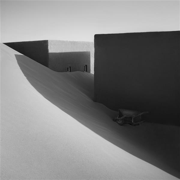 """هنر عکاسی محفل عکاسی مانی غلامشاهزاده این عکس در سال 1400 در صحرا گرفته شده  نام اثر """" گمشده در شن """"   نام هنرمند : مانی غلامشاهزاده"""