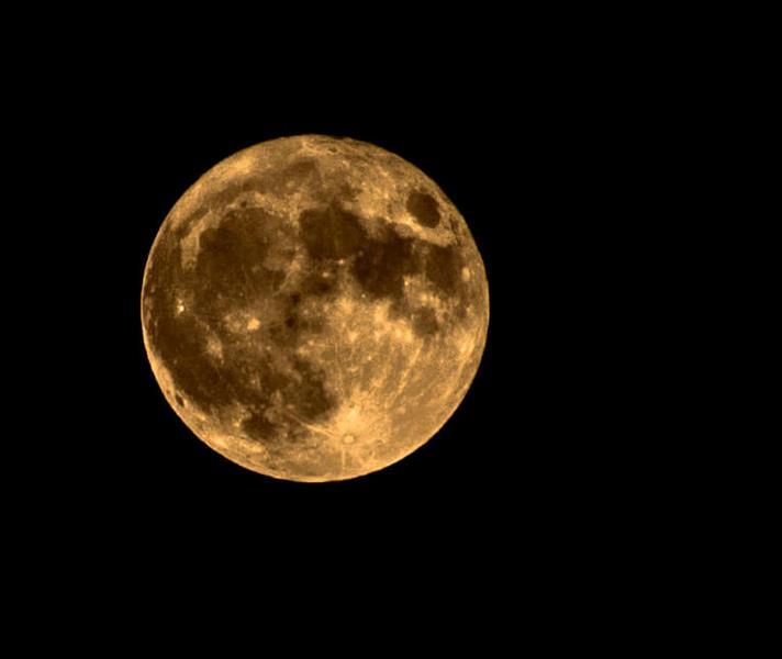 هنر عکاسی محفل عکاسی Milik73 با سلام . این اثر خالکوبی روی ماه نام دارد و همانطور که مشاهده میکنید با تماشامیتوان تشبیهی بین این لکه ها و خالکوبی پیدا کرد