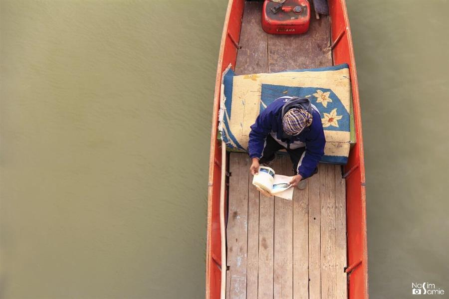 هنر عکاسی محفل عکاسی نسیم سمیع  باسلام؛ این اثر در اهواز، رودخانهی کارون گرفته شده است.  کپشن اثر: زندگی هر چقدر هم که بد به نظر برسه،  همیشه کاری هست که بشه انجام داد و توش موفق بود؛ تا زمانی که زندگی هست، امیـد هم هست.