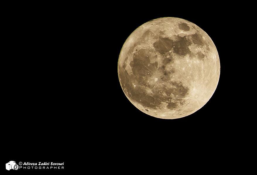 هنر عکاسی محفل عکاسی علیرضا ظهیری سروری ابرماه یا Supermoon در زمانی اتفاق می افتند که ماه کامل در کمترین فاصله خود از زمین قرار دارد و بزرگتر و پرنورتر دیده خواهد شد.