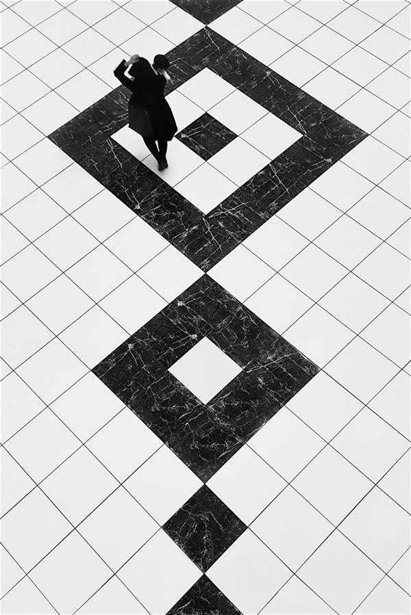 هنر عکاسی محفل عکاسی محمد دادستان Stencil ... #مینیمال #خیابانی #آرت #مونوکروم #مفهومی #تقارن