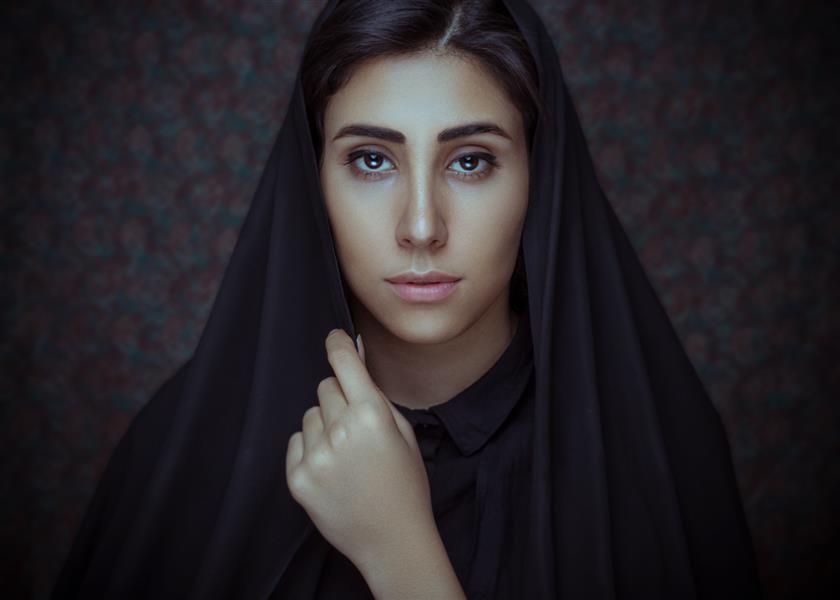 هنر عکاسی محفل عکاسی محمد حسن زندیان نام عکس ترمه  هدف از گرفتن عکس پرتره دختر ایرانی با استفاده از چیدمان و بک گراند پارچه ترمه ایران برای نشان دادن فرهنگ و دختران ایرانی  #پرتره #ایران #دخترایرانی #ترمه
