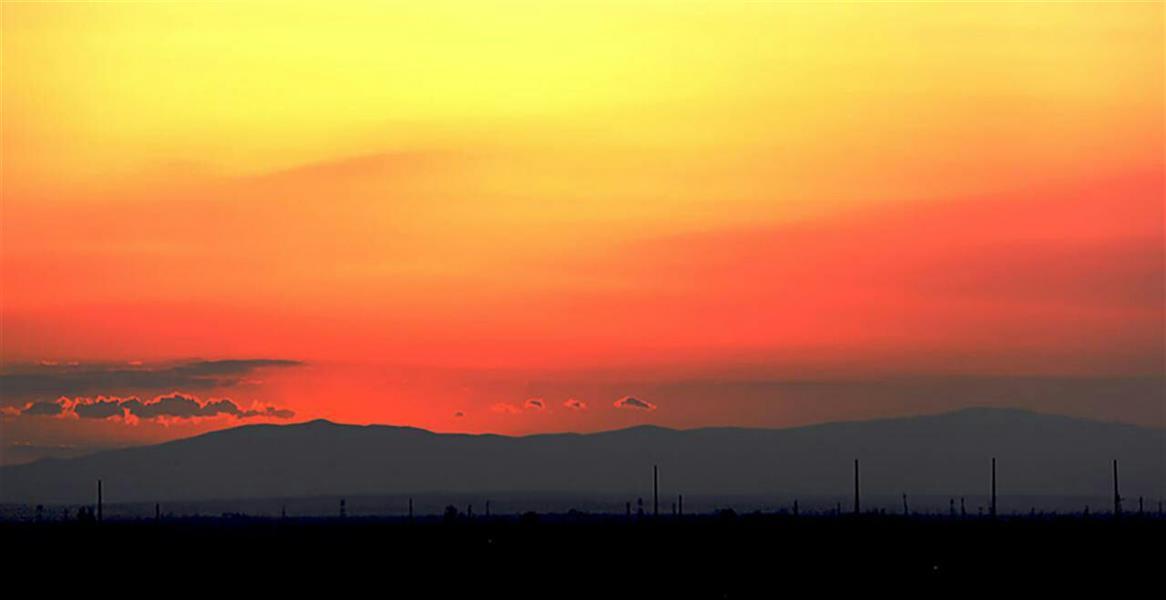 هنر عکاسی محفل عکاسی Tchiya آسمان در عزای سرخ رفتنش، سکوتی بغض آلود اختیار کرده بود.