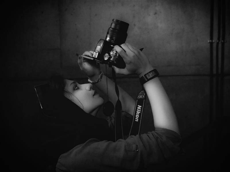 هنر عکاسی محفل عکاسی مهدی امیرزاده دخترخوانده درحال عکاسی معماری #عکاسی_سیاه_سفید #عکاسان_جوان #پرتره #bnw #Bnwphotography #Blackandwhite #Girls #Photographer