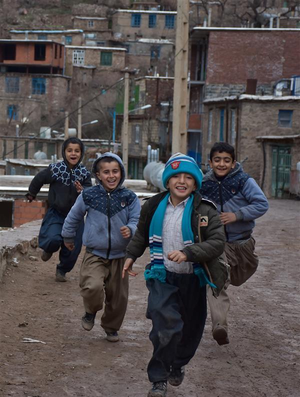 هنر عکاسی محفل عکاسی سرور فرهادی بچه های ژیوار - ژیوار اسم روستایی در کردستان و شهرستان سرو آباد با معماری خاص منطقه می باشد