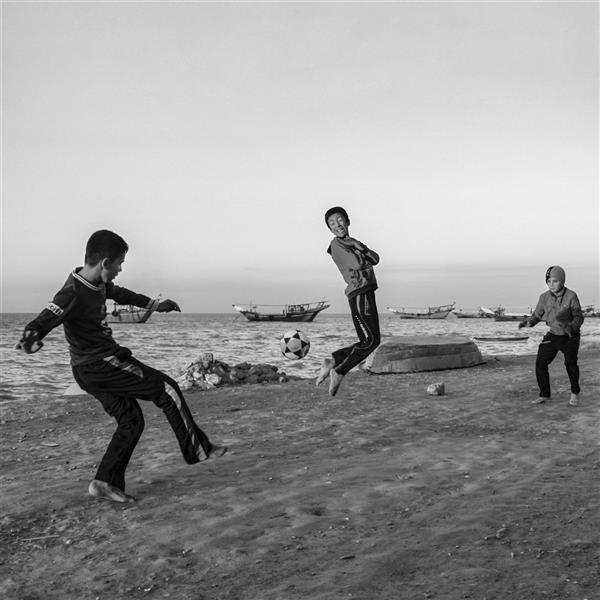هنر عکاسی محفل عکاسی کوروش زنگویی #فوتبال بازی پابرهنه کودکان جزیره شیف بوشهر