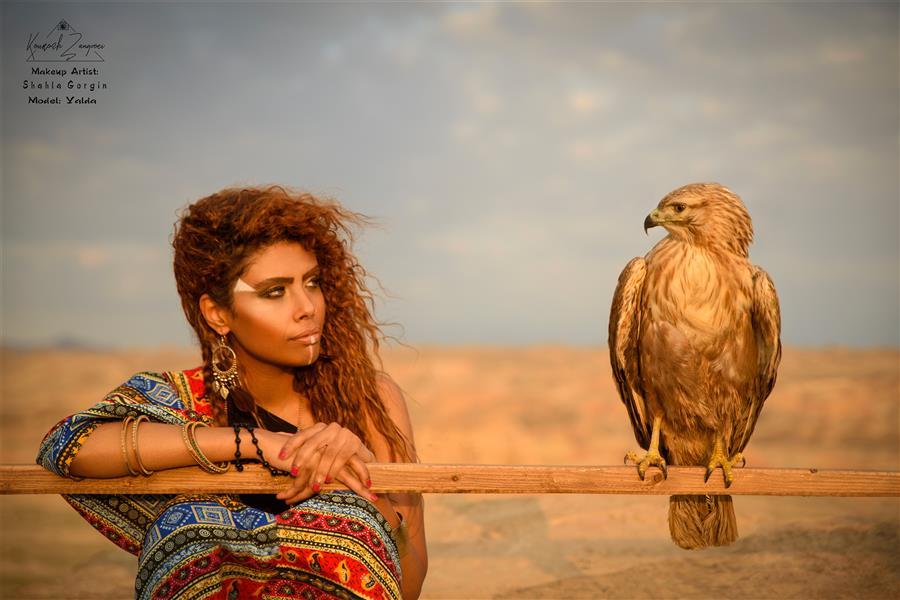 هنر عکاسی محفل عکاسی کوروش زنگویی Redskin girl with Buzzard. Portrait