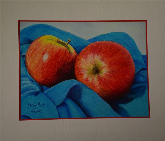 """هنر نقاشی و گرافیک محفل نقاشی و گرافیک نیلوفر ناظم الرعایا نام اثر: """"سیب سرخ"""" تکنیک:#مدادرنگ سبک:#هایپررئال این اثر بصورت زنده کار شده."""