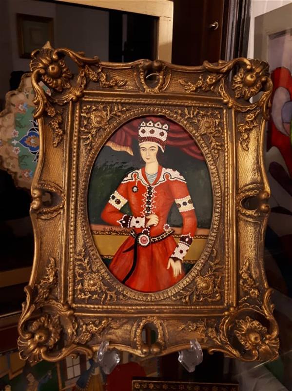 هنر نقاشی و گرافیک محفل نقاشی و گرافیک آناهیتا زنوزی #شاهزاده#قاجاری#لاکی  ابعاد با قاب : ۲۵×۲۰  قاب رزین