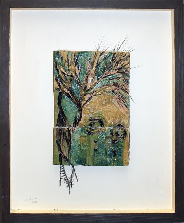 هنر نقاشی و گرافیک محفل نقاشی و گرافیک سحر اسمعیل طهرانی درخت، در تمامی دوران در نگاه انسان بیش از یک گیاه معمولی بوده و در اساطیر ایران باستان راوی امری مقدس و تجلی حیات قلمدادشده وصورت اسطوره ای آن از گذشته تا کنون به عنوان کهن الگو در ضمیر بشر جایگاهی قدسی یافته است. طبیعت و عناصرش همواره دغدغه ذهنی ام برای خلق آثارم بوده اند. از دیدگاه من درخت قویترین ، راسخ ترین و استوارترین عنصر طبیعت است.پای در خاک و سر بر آسمان، می بالد وآن دم که بمیرد، می آفریندو با مفاهیمی چون حیات،زایش،مرگ، رستاخیز وزندگی جاودانه،پیوندی تنگاتنگ دارد. #درخت#اسطوره#مرگ#سرامیک#لعاب#زندگی#رستاخیز#ایران باستان#هنرمعاصر
