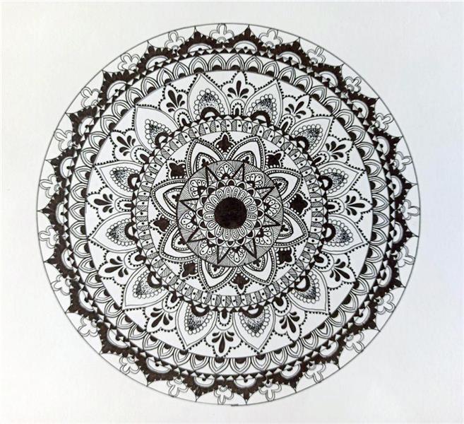 هنر نقاشی و گرافیک محفل نقاشی و گرافیک زینب ابراهیم زاده امروزه روانشناسان با استفاده از هنر درمانی تعارضات ذهنی بیماران را برطرف و ارامشی نسبی به انها میدهندیکی ازین هنر ها #ماندالاست که به ان یوگای ذهن نیز میگویند و هنرمند در واقع با نقاشی ماندالا ارتباط با دنیای درون و بیرون خود برقرار میکند.  ابعاد این هنر 25*25 با استفده از #راپید روی #مقوا اجرا شده و بدون قاب میباشد.