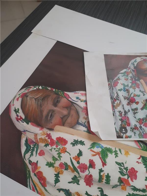 هنر نقاشی و گرافیک محفل نقاشی و گرافیک فاطمه طبری نیاک نقاشی با پاستل گچی با موضوع پیرزن تنها