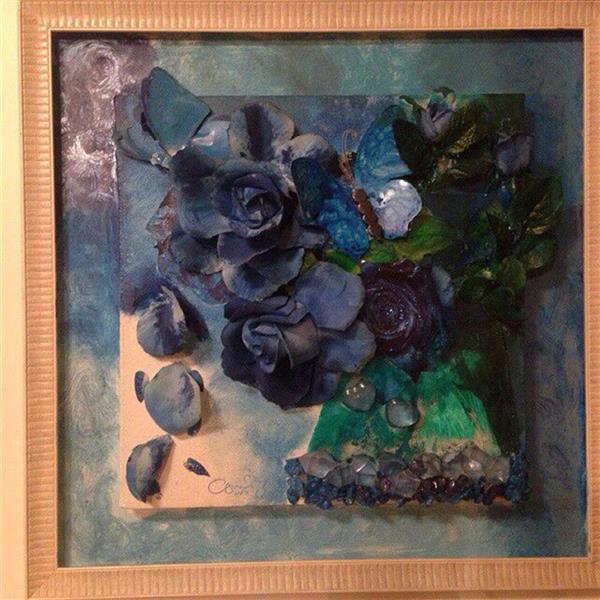 هنر نقاشی و گرافیک محفل نقاشی و گرافیک ندا گودرز نقاشی کلاژ برجسته گلها از جنس پارچه  رنگ شده و پلاستیک درست شده است شکل نقاشی گلدان و گلهای رز هلندی لاجوردی رنگند .