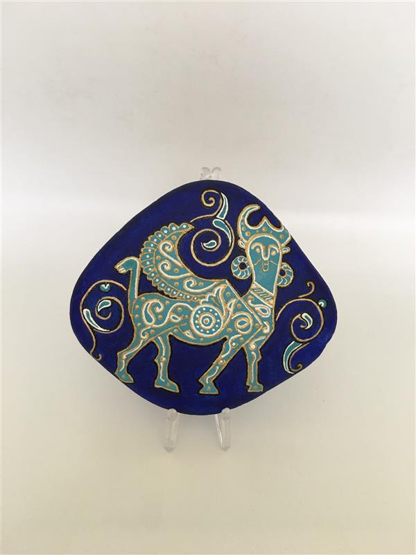هنر نقاشی و گرافیک محفل نقاشی و گرافیک پگاه شاکرمی نقاشی روی سنگ ترکیب مفرغ لرستان و فرش ایرانی