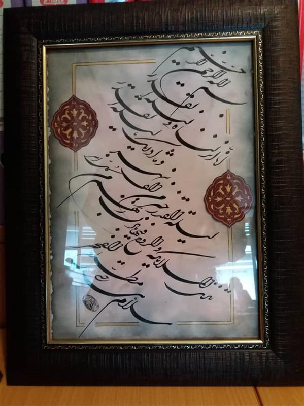 هنر خوشنویسی محفل خوشنویسی روح اله اکبری خوشنویسی سوره قدر خط شکسته نستعلیق، تذهیب شده، قاب چوبی و دارای مهر اصل ابعاد تقریبی 50*35 سانتیمتر