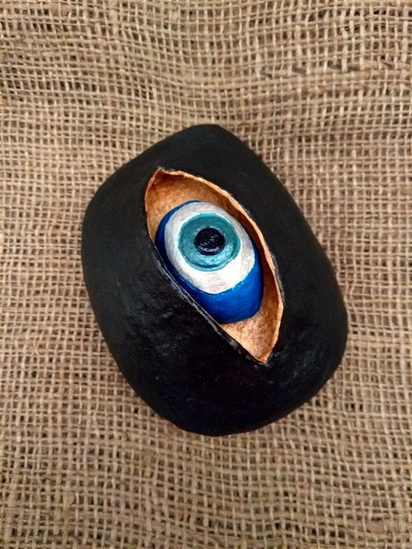 هنر سایر محفل سایر هنر ها هنرهلیا(helias_art) #چشم_نظر/هلیا دشت آرای#helias_art/سایز:طول 11.5عرض 8.5ارتفاع6سانتیمتر/متریال:سنگ،چوب،پاپیه ماشه/تکنیک: اکریلیک