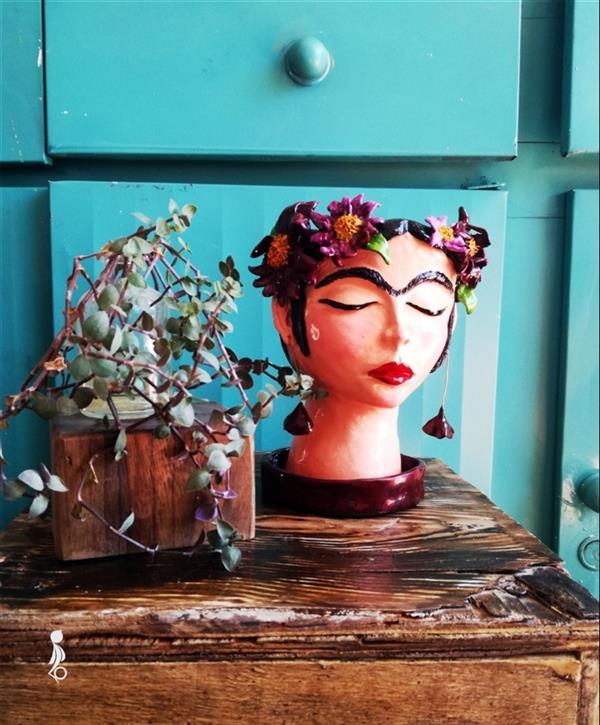 هنر سایر محفل سایر هنر ها فائزه آسایش گلدان سفالی فریدا کالو ساخته شده با دست بدون استفاده از چرخ