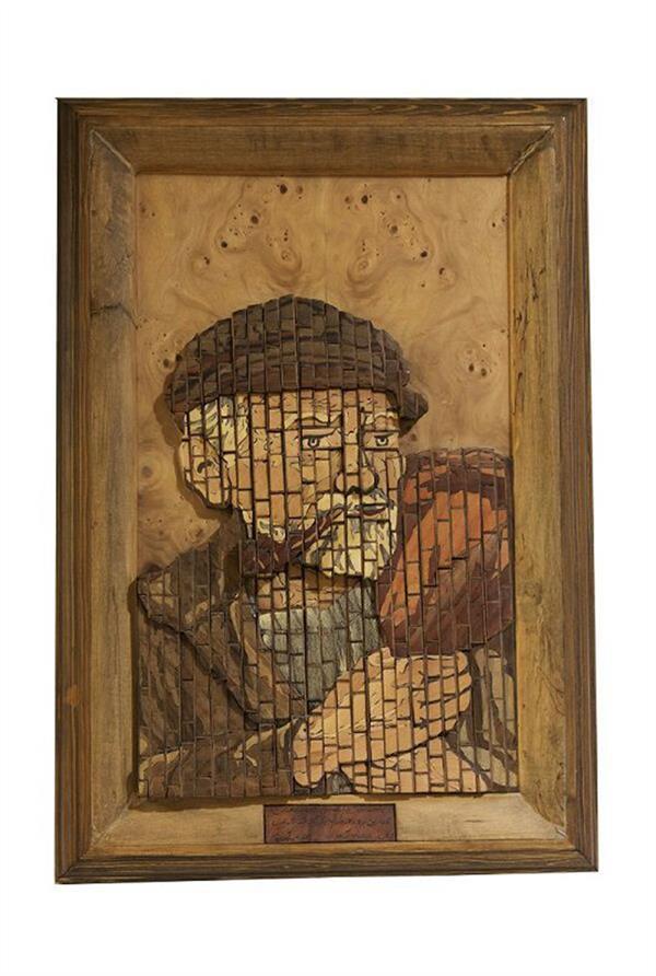 هنر سایر محفل سایر هنر ها پروانه سادات میرآفتابیان 👆👆👆👆 پیرمرد معرق منبت هندسی طول و عرض : 61×42 cm ارتفاع : 7/5 cm  وزن  : 4/40 kg قیمت:25میلیون تومان  سال ساخت: 1384  چوب های کار شده : گردو . عناب . اکالیپتوس . عرعر.  انجیلی . نارنج. فوفل . با زمینه روکش شد از چوب ملچ توضیحات : این تابلو نوعی از منبت است که برای اولین بار به صورت قطعات هندسی از مکعب مربع. مکعب مستطیل فرم گرفته و منبت شده