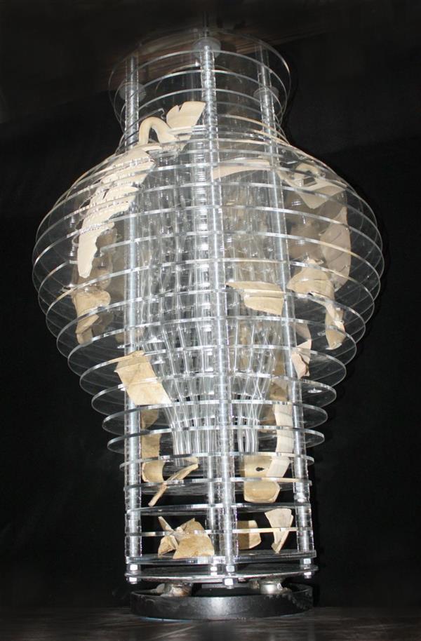 هنر سایر محفل سایر هنر ها سعید علیخانی اثر حجمی از جنس پلگسی گلاس و آهن وسفال در ابعاد ۱۰۰در ۶۰ سانت