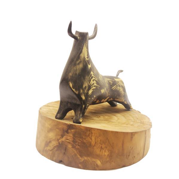 هنر سایر محفل سایر هنر ها محمد قهرمانی(harem) مجسمه انتزاعی گاو اسپانیایی.متریال استفاده شده چوب روس و سپیدار.ابعاد 25*20