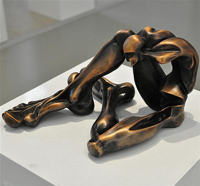 هنر سایر محفل سایر هنر ها SeenaNayeri نام نامیرایی متریال برنز ابعاد ۴۱*۳۳*۱۸ ادیشن ۴/۵ سال ۹۷
