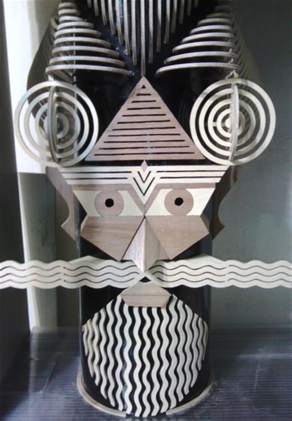 هنر سایر محفل سایر هنر ها بهمن بیدقی #تلفیقی از #معرق و حجم سازی ، کارشده از تخته سه لا بر روی درب چرخ خیاطی قدیمی مارشال