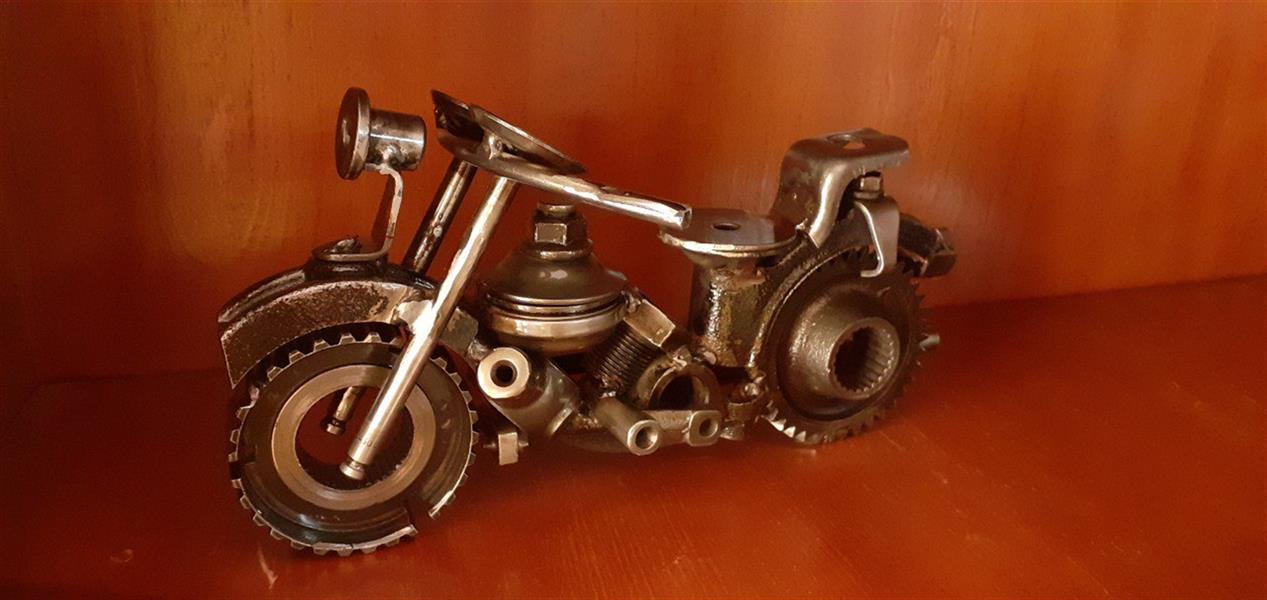 هنر سایر محفل سایر هنر ها وحید کنگرلو  موتورسیکلت#باقطعات اسقاطی خودرو#طول۳۰سانتیمتر ارتفاع ۱۵سانتیمتر