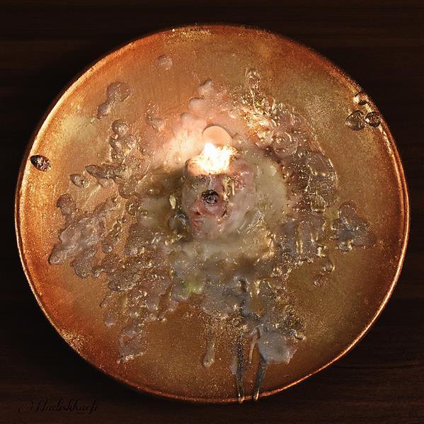 هنر سایر محفل سایر هنر ها Hadiskhaefi بشقاب رو میزی تکنیک:اکریلیک،پودرطلا،خمیرمجسمه،شمع،رزین ابعاد:۲۰ سانتی متر نام هنرمند:حدیث خائفی