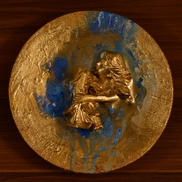 هنر سایر محفل سایر هنر ها Hadiskhaefi بشقاب برجسته رو میزی ابعاد ۲۰سانتی متر تکنیک:اکریلیک#پودر#طلا#رزین نام هنرمند:حدیث خائفی